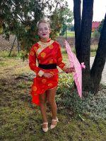 Daria_Skotarczak_z_7b_w_japońskim_kimono_z_parasolką_wygrawa_konkurs_na_najlepsze_przebranie